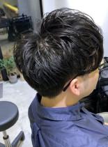 大人男性ヘア、30代からのゆるスパイラル(髪型メンズ)