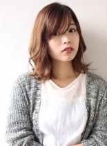 前髪ありのミディアムレイヤー(髪型ミディアム)