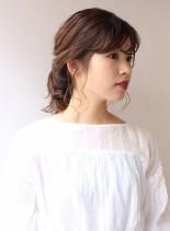 ミディアムヘアのポニーテールアレンジ(髪型ミディアム)