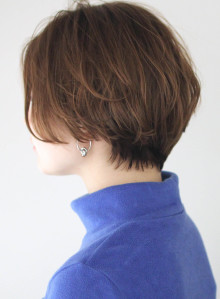 手入れ簡単ひし形ショートヘア