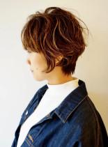 大きめカールの大人ショートパーマ(髪型ショートヘア)