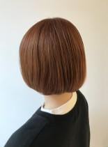 オレンジベージュカラーの大人ショートボブ(髪型ボブ)