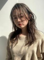 オリーブグレージュ(髪型セミロング)