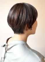 ハイライトカラーのショートヘアスタイル(髪型ショートヘア)