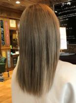 ブリーチオンカラー グレージュ(髪型セミロング)