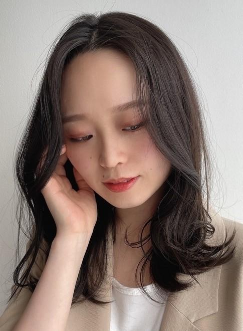 【30代に人気・ミディアムレイヤー】(ビューティーナビ)