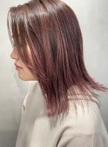 ハイライトたっぷりピンクカラー(髪型ミディアム)