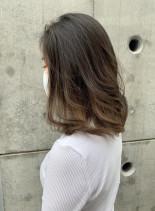 グレージュグラデーションミディ(髪型ミディアム)