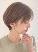 形の綺麗な大人のショートスタイル(髪型ショートヘア)