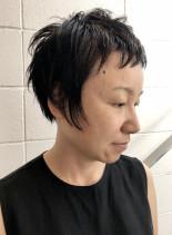 前髪短め個性的な大人ベリーショートカット(髪型ベリーショート)