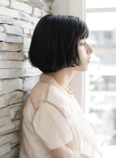 """横顔美人の""""ぱっつん""""大人ショートボブ(ビューティーナビ)"""