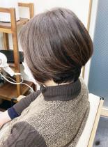 水素カラーで艶髪(髪型ショートヘア)