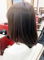 水素カラーで艶髪(髪型ミディアム)