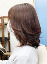 レイヤーカットと春を感じるピンクベージュ(髪型ミディアム)