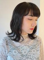 くせ毛を生かした肩ラインのミディアムボブ(髪型ミディアム)