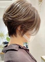 前下がりスリークショート×ハイライト(髪型ショートヘア)