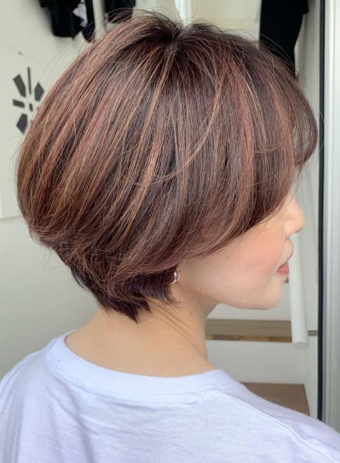 50代60代ショート白髪カバーハイライト(ビューティーナビ)