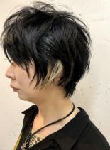 個性的かっこいい黒髪インナーカラーウルフ(髪型ショートヘア)