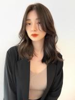 厚みを残したレイヤースタイル(髪型ミディアム)