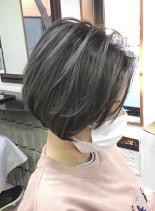 ハイライトカラー(髪型ショートヘア)