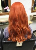 ビビッドオレンジカラー(髪型ロング)