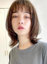 ミディアムレイヤー。アッシュベージュ(髪型ミディアム)