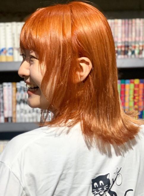 オレンジカラー×ミディアムボブ(ビューティーナビ)