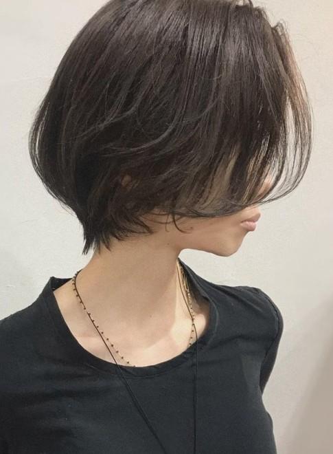 くびれショート×シアーカラー暗髪(ビューティーナビ)