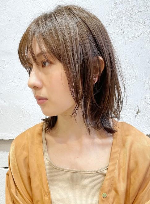 顔まわりレイヤー☆外ハネミディアム(ビューティーナビ)