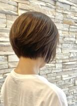 前下がりショートボブ30代40代50代(髪型ショートヘア)