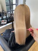 ハイトーン艶髪(髪型セミロング)