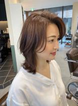 トレンド大人女子の外ハネレイヤー(髪型ミディアム)