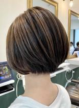 透け感ハイライトの大人ショートボブ(髪型ショートヘア)