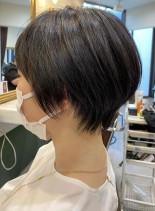 キャリアウーマンの黒髪軽やかショート(髪型ショートヘア)
