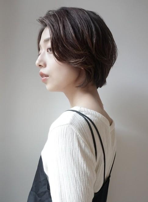 前髪長めショートボブ30代40代50代(ビューティーナビ)