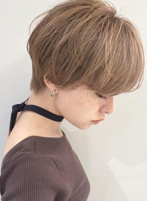 ショートヘア マッシュショート 前髪長め(ビューティーナビ)