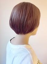 ピンクベージュのショートボブ(髪型ショートヘア)
