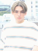 外国人風ハイライトセンターパート(髪型メンズ)