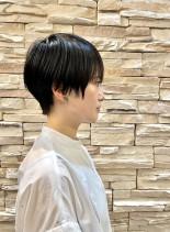 ショートツーブロック女性(髪型ベリーショート)