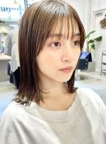 切りっぱなし外ハネロブ(髪型ミディアム)