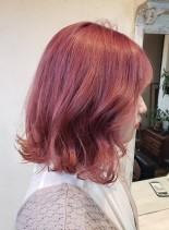 ビビッドピンクカラー(髪型ミディアム)