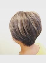 グレイヘアーハイライト2(髪型ショートヘア)