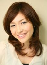 王道のヒシ型スタイル(髪型ミディアム)