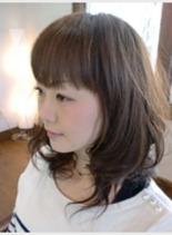 フェミニンなソフトカール(髪型ミディアム)