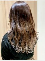 アッシュグレージュグラデ(髪型ロング)