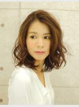 外国人風ウェーブ(髪型ミディアム)