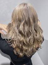 外国人風プラチナブロンド(髪型ロング)