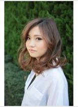 ベージュカラー(髪型ミディアム)