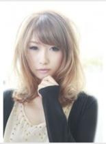 透明感ベージュカラー(髪型ミディアム)