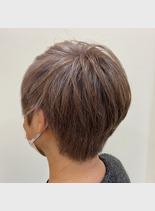 グレイヘアハイライト(髪型ベリーショート)